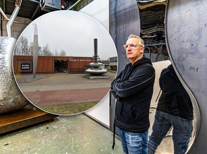 Kunstenaar Ronald Westerhuis beleeft slechte nachten, omdat hij zijn atelier aan de Willemsvaart dreigt kwijt te raken.
