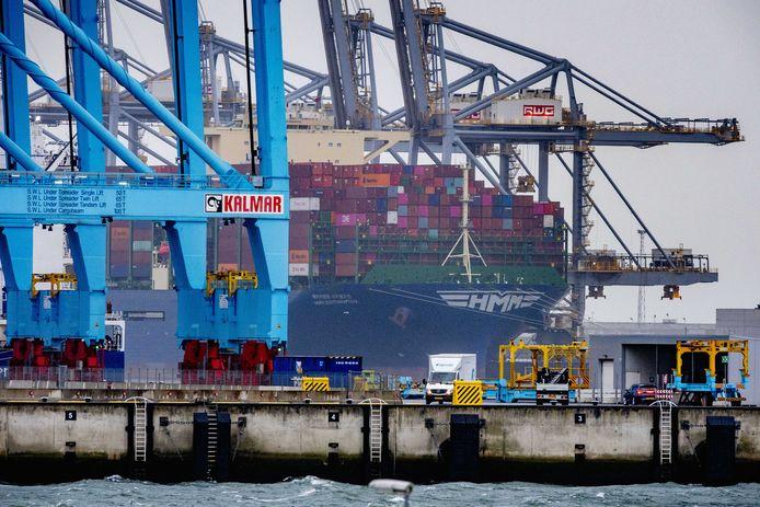 Containerterminals op de Maasvlakte.