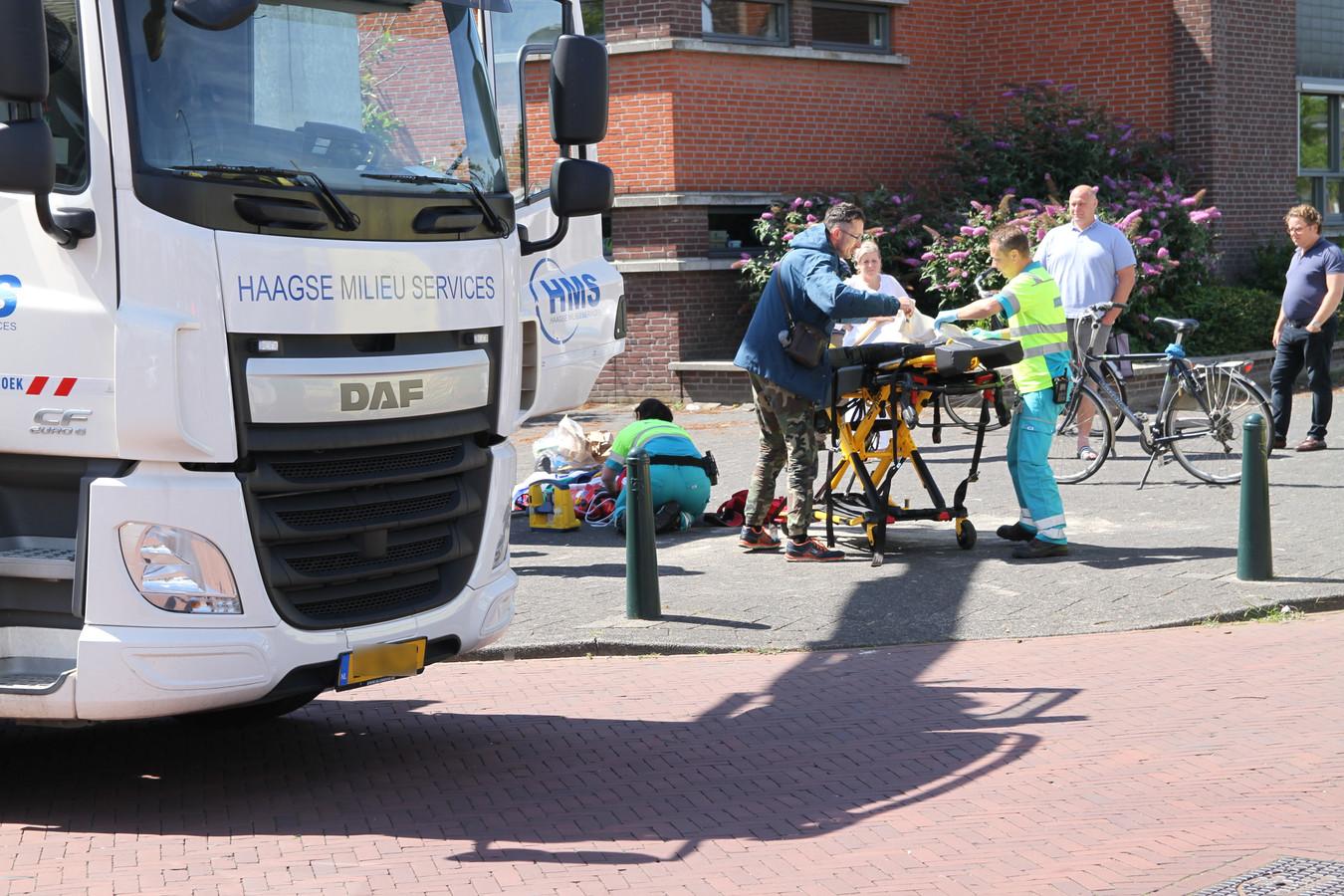 De vuilnisman viel in de ondergrondse container aan de Treslonglaan in Den Haag.