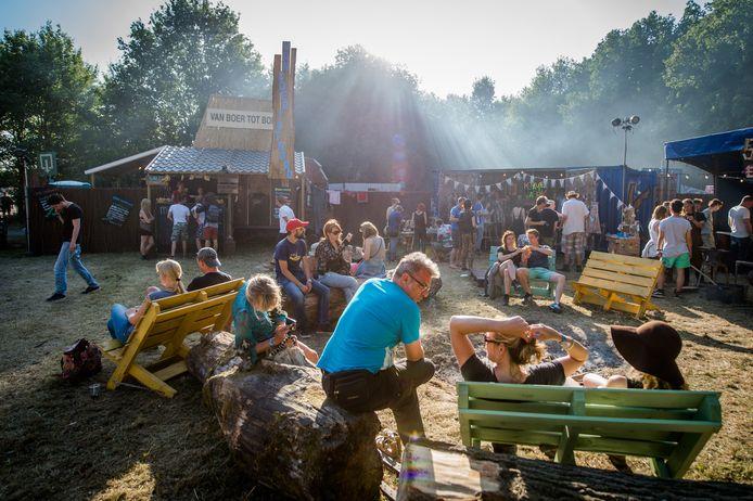Bezoekers op dag 2 van het festival Down the Rabbit Hole