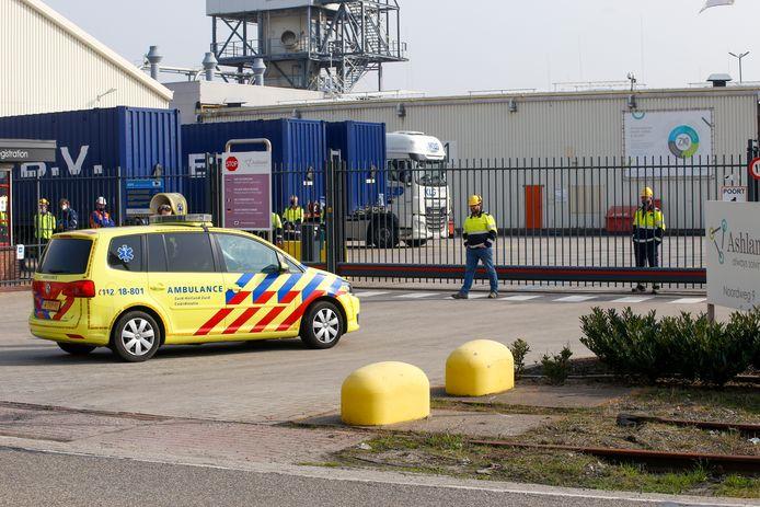 Hulpdiensten zijn aanwezig bij het  bedrijf aan de Noordweg.