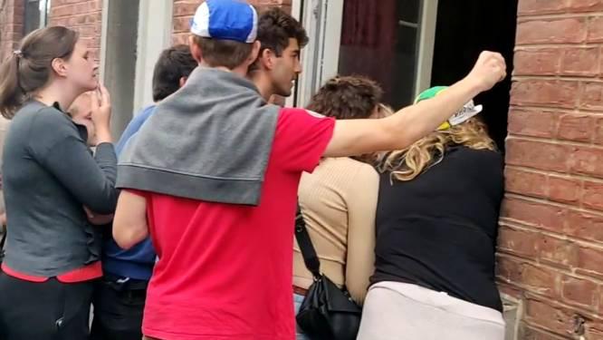 Het WK op de Wijnpers: motards entertainen publiek en mensen volgen finale voor het raam van straatbewoners