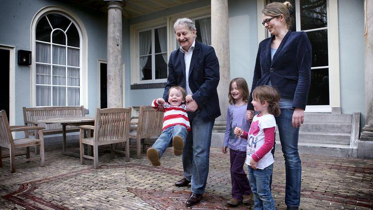 Eberhard van der Laan met echtgenote Femke en hun kinderen bij de ambtswoning. Beeld Jean Pierre Jans