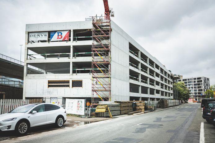 Ondanks het juridische geschil blijft bouwbedrijf Denys aan de slag. Dat stemt bevoegd schepen Filip Watteeuw tevreden.