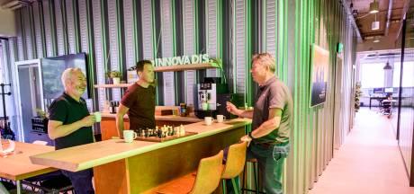 Twente staat weer in de file bij de koffieautomaat:  'Er moet iets zijn dat mensen samenbrengt'