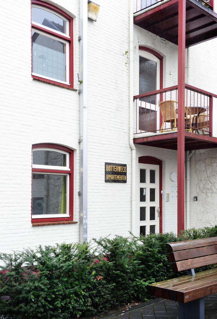 Exterieur van Hotel Botterweck waar mogelijk een 16-jarig meisje in een van de appartementen met 80 mannen seks gehad zou hebben gehad door toedoen van een loverboy. Beeld anp