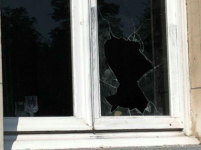 Bij Grand Café Den Brandt werd een granaat door het raam gegooid. Het springtuig werd nadien gecontroleerd tot ontploffing gebracht door DOVO.