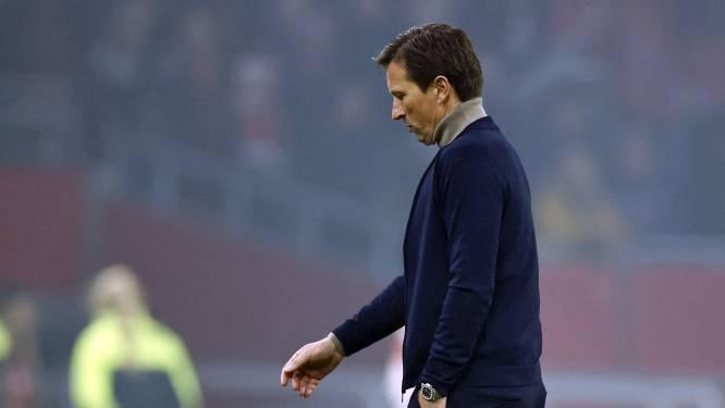 PSV-trainer Schmidt niet ziek van pak slaag: 'Iedereen ziet dat Ajax meer kans heeft op de titel'