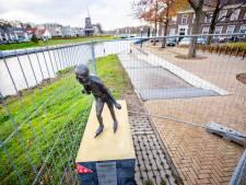 Standbeeld Reinier Paping in Ommen vermoedelijk door vandalen beschadigd