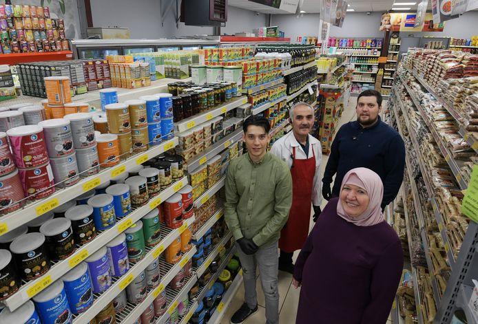 Het gezin Kabalay runt de Kabalay Anatolia supermarkt in Tiel.