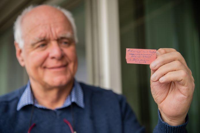 Paul van Keeken met zijn NEC kaartje van 60 jaar oud toen hij voor het eerst met zijn vader naar het stadion ging.
