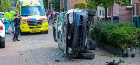 Auto eindigt op zijkant na botsing met paal: gas in plaats van remmen