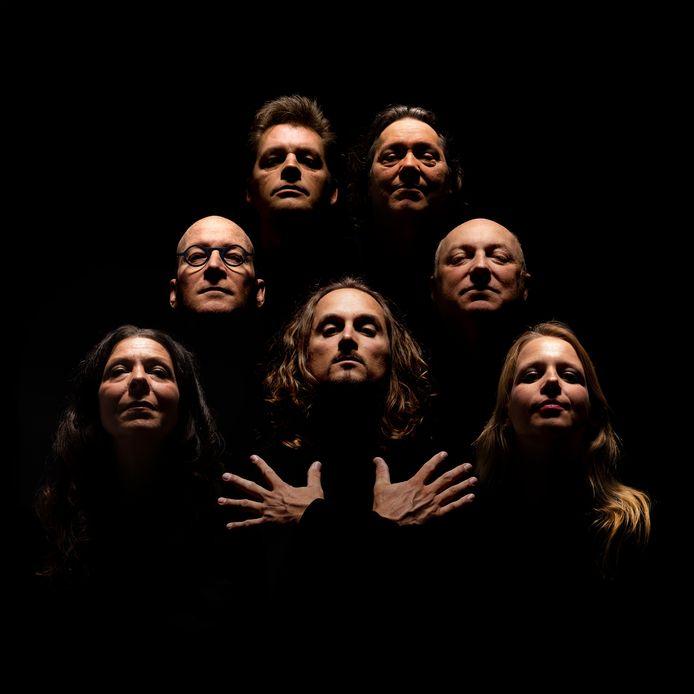 De coverband Crazy Little Things met rechts in het midden Jean-Paul Heck.