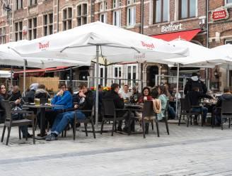"""Terrassen Grote Markt lokken jong tot oud: """"Duvel smaakte in lange tijd zo goed niet"""""""