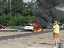 Auto brandt volledig uit in Nijkerk