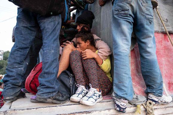 Migranten onderweg naar de VS mogen met een truck meerijden.