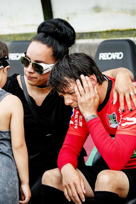 Clubicoon Leiwakabessy neemt afscheid in tranen
