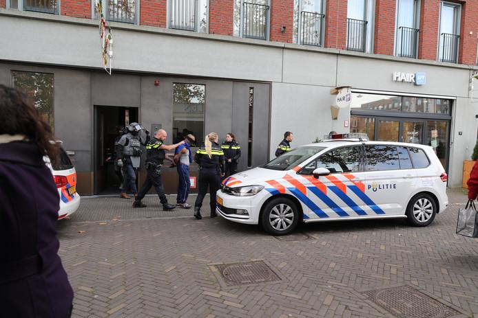 Arrestatieteam in Ypenburg rekent man in