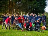 Bostuin bijhouden lukt niet meer, leerlingen helpen opa Van Pelt een handje