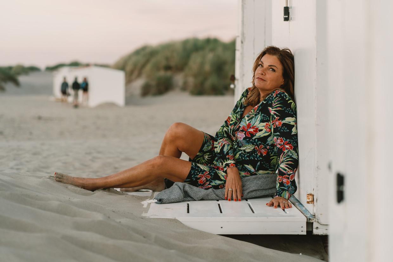 Goedele Liekens op het strand van Koksijde: 'Als iemand beweert dat ik voor het geld in de politiek ben gestapt, kom ik niet meer bij van het lachen.' Beeld Wouter Van Vooren