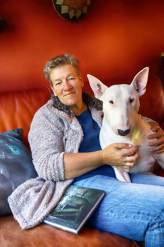 Vermoedelijk is Alice van Kempen de eerste fotograaf die in het genre Urban exploring een hond als model gebruikt. Haar 160 pagina's tellende fotoboek kwam donderdag uit.