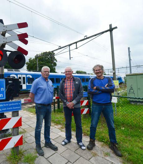 Aanwonenden spoorwegovergang Hexelseweg in Wierden zijn het zat: 'Alles trilt en schudt in huis'
