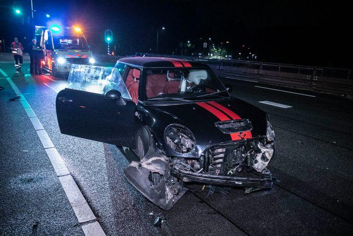 De auto tolde en kwam achterstevoren tot stilstand op de Arnhemsestraatweg in Dieren