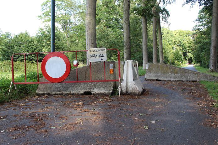 De blokken in de Oude Gentweg zorgen voor ergernissen.