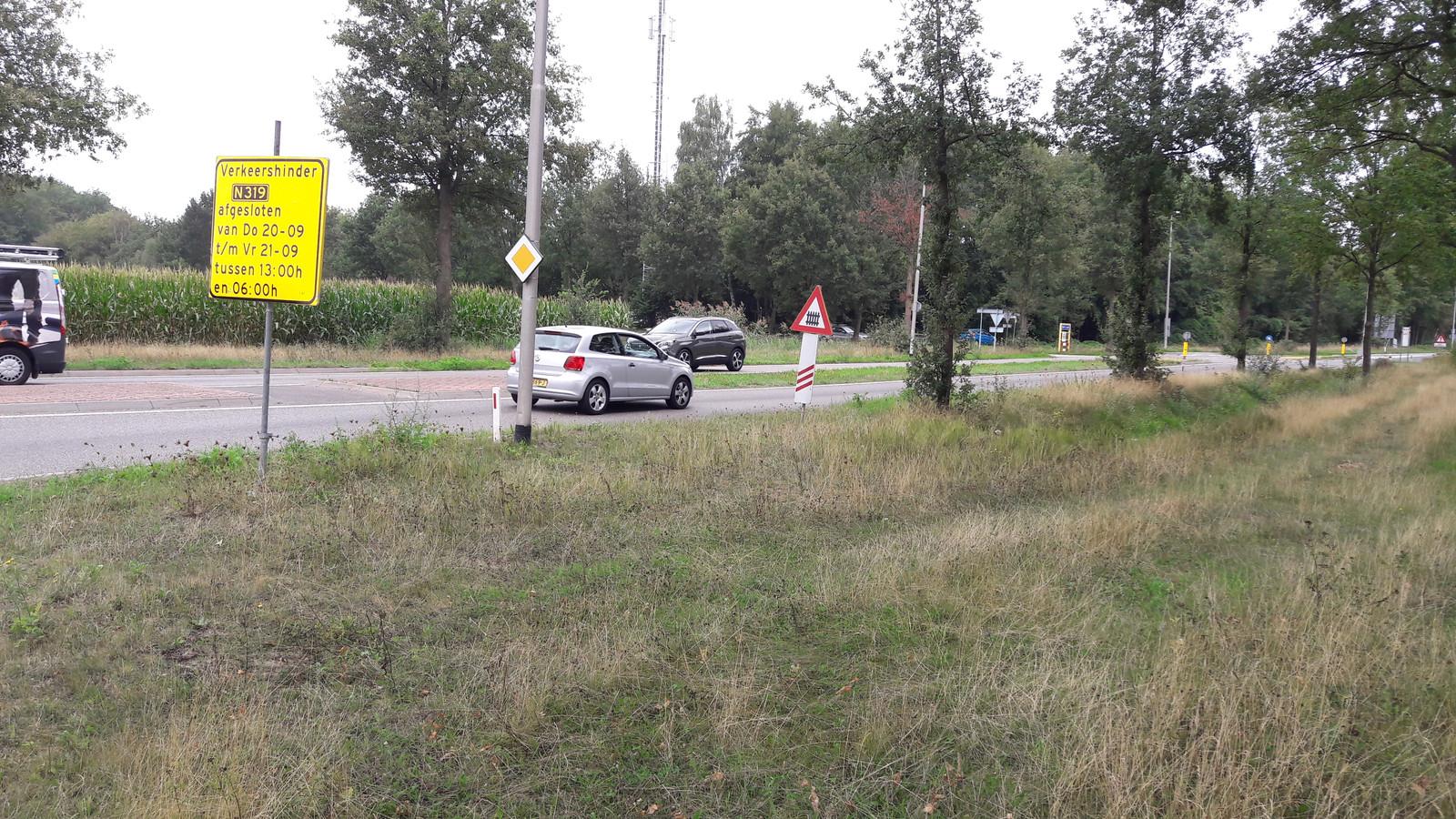 Met borden worden automobilisten ter plekke op de komende afsluiting gewezen.