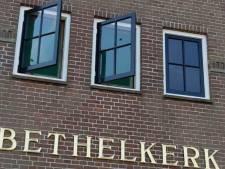 Kerk op Urk beschoten, 22-jarige man bekent zijn daad aan de politie