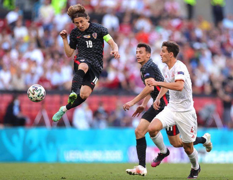 De Kroaat Luka Modric in actie tegen Spanje. Beeld EPA