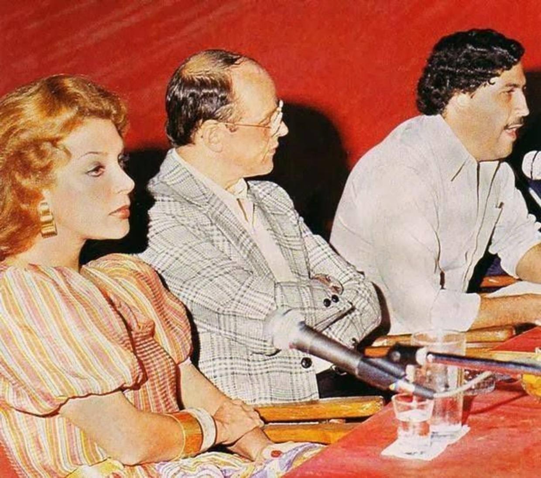 Links: Virginia Vallejo, rechts: Pablo Escobar.  Beeld RV