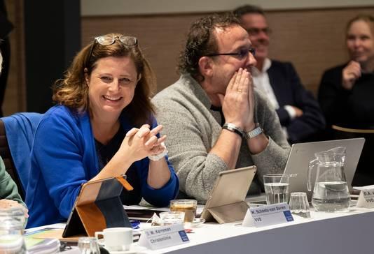 Marga Schoots en Rick van Velthuysen zaten vorige week voor het laatst als VVD-fractie in de raad van Elburg.
