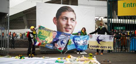 Cardiff City: Er is door Nantes gesjoemeld met een cheque voor moeder van Sala