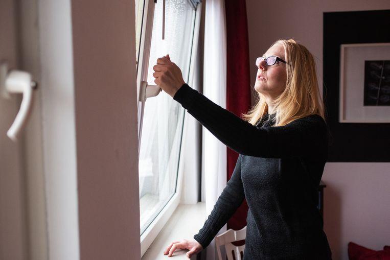 Bianca Paulussen uit Nuenen heeft last van benauwdheid zodra in haar buurt een haard of houtkachel brandt. Beeld Sabine van Wechem