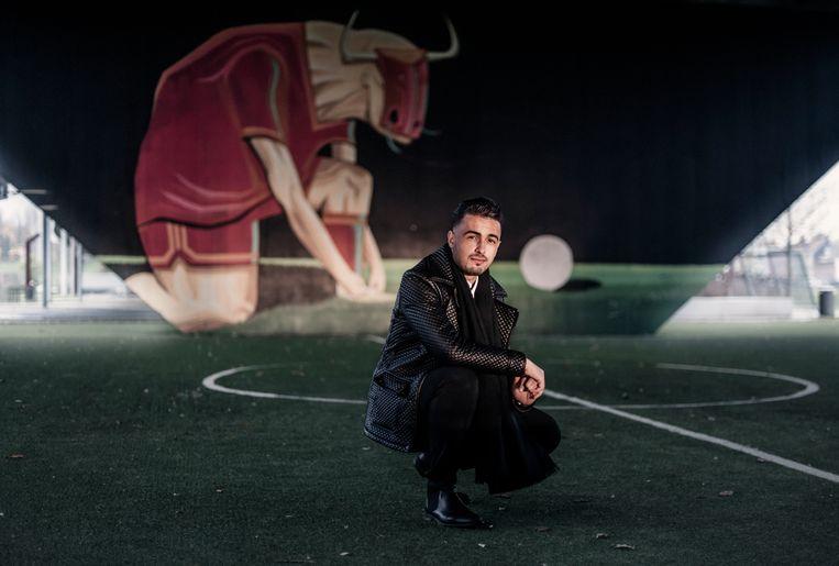 Hakim Saifi, Yannick Carrasco's beste vriend, onder de Europabrug. Vilvoorde ademt voetbal. Beeld Karoly Effenberger