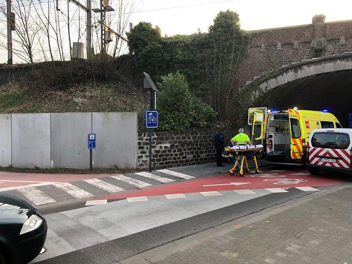 Een tiener raakte gewond op de kruising van de fietsostrade en de Caputsteenstraat.