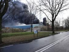 Geen gevaarlijke stoffen vrijgekomen bij grote brand recyclingbedrijf in Venray
