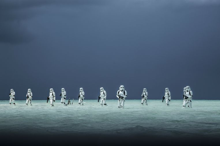 Stormtroopers in aantocht. Een scène uit Rogue One: A Star Wars Story. Beeld rv