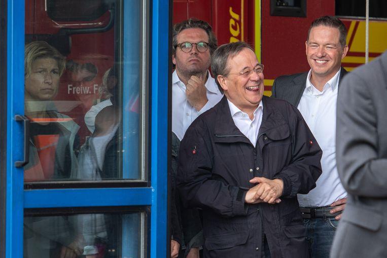 Een lachende Laschet tijdens de toespraak van president Steinmeier. Beeld Marius Becker/dpa