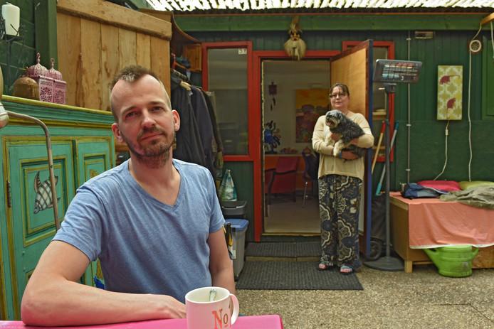 Klaas Burger doet al enkele jaren onderzoek naar mensen die noodgedwongen op een camping wonen. Hij bezoekt regelmatig Annette Groen die op camping Alliance in Oosterhout verblijft.
