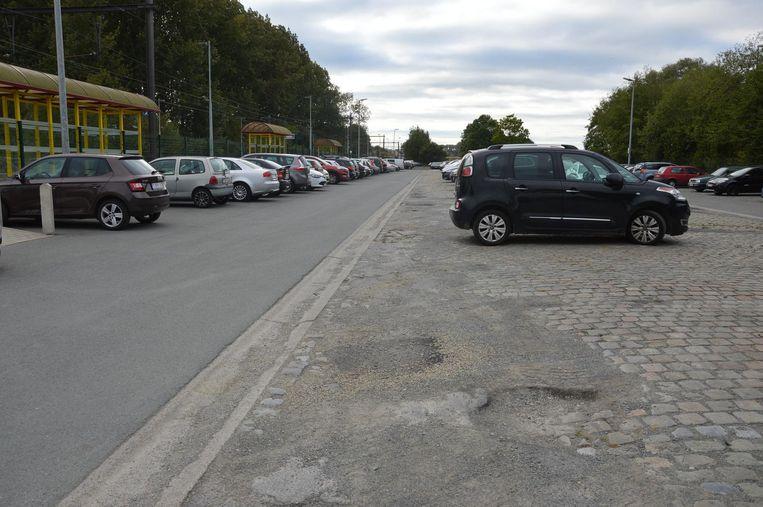 De parking aan het station in Haaltert wordt heraangelegd.