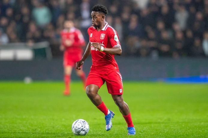 Virgil Misidjan kreeg donderdagmiddag de eerste kans van de wedstrijd voor FC Twente.