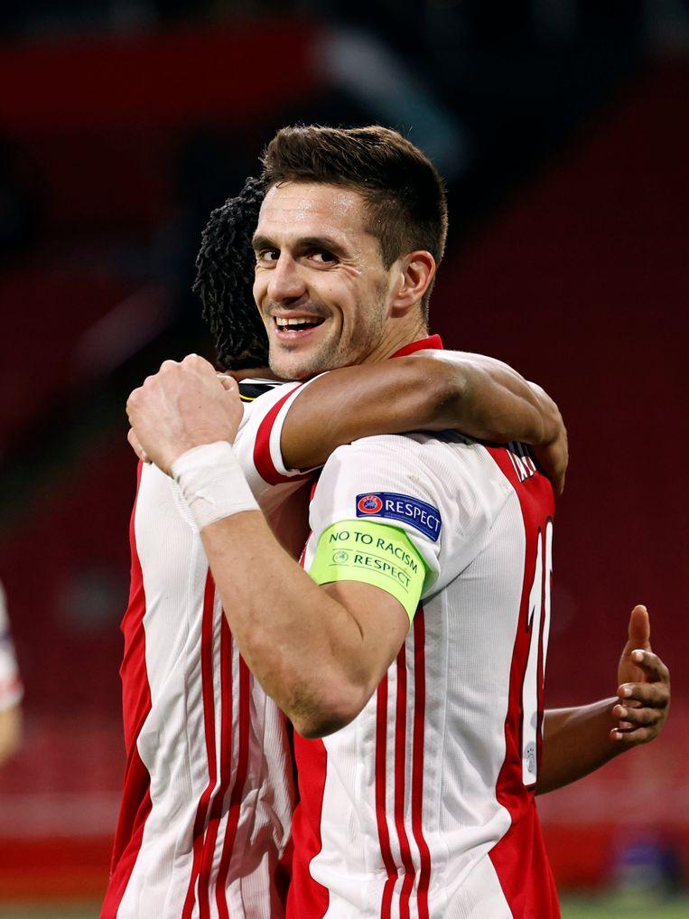 Dusan Tadic viert de 2-0 tijdens de wedstrijd tegen BSC Young Boys in de Europa League, afgelopen maart. Beeld Maurice van Steen / ANP