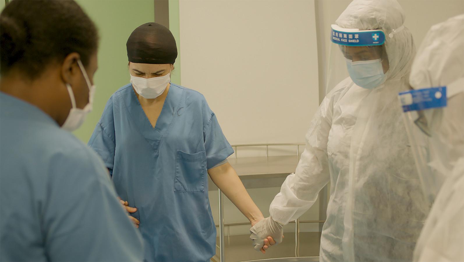 Medici strijden tegen corona in Regionaal Ziekenhuis Wanica in Suriname.