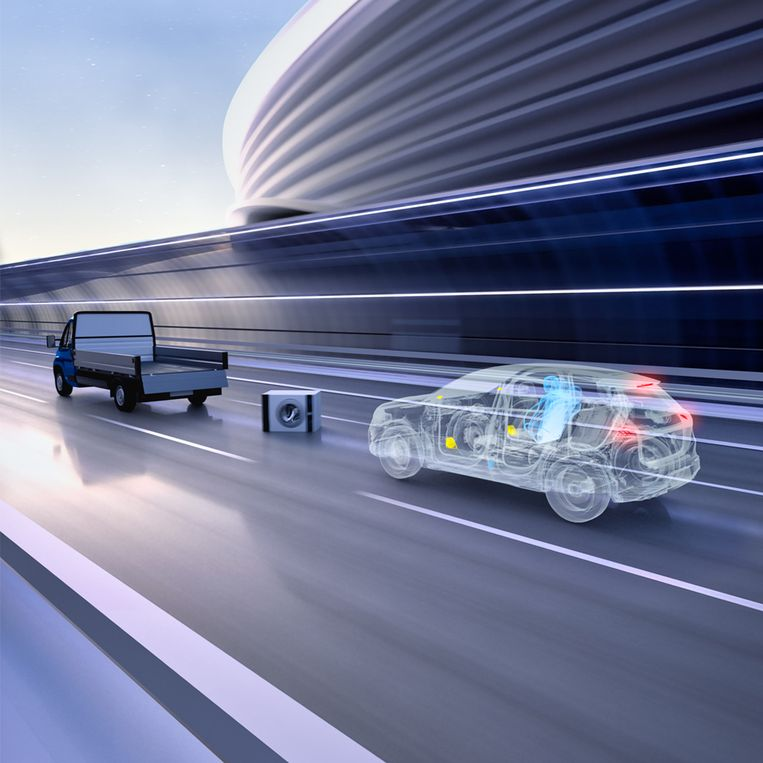 Het Pre-Safe-systeem herkent zelf mogelijk gevaar op de weg en reageert daarop, bijvoorbeeld door de veiligheidsgordels strakker te trekken, waardoor inzittenden rechterop gaan zitten en beter op de mogelijke klap zijn voorbereid. Beeld