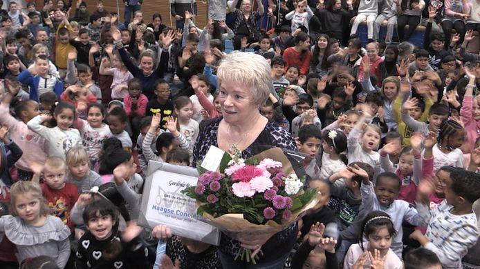 Gerrie van De Kleine Wereld is conciërge van het jaar in Den Haag.