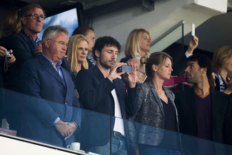 Ruud van Nistelrooy (rechts) met Mark van Bommel en toekomstig bondscoach Guus Hiddink. Achter: Hans van Breukelen. Beeld Pro Shots