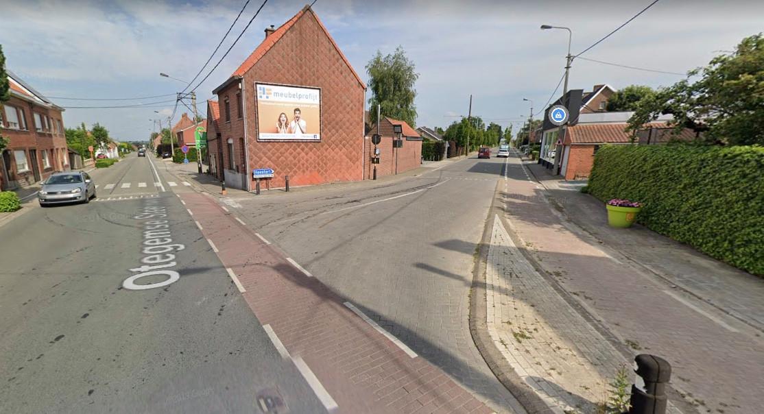 De drie verdachten uit de gevluchte Audi werden ingerekend vlakbij het kruispunt van de Otegemsesteenweg met de Vierkeerstraat, op de grens van Heestert en Sint-Lodewijk.