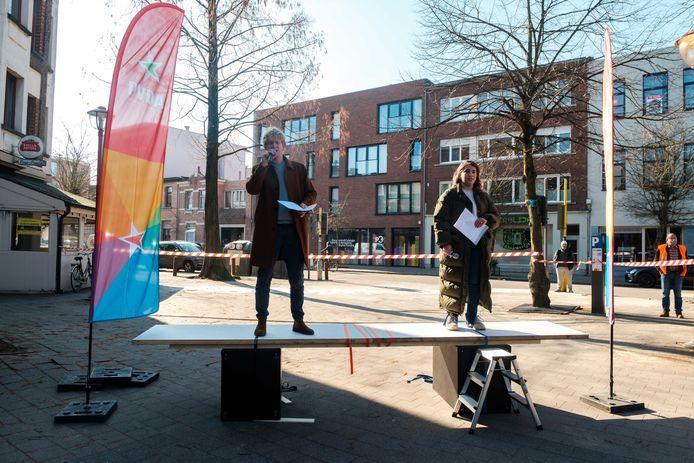 Ben Van Duppen (PVDA Borgerhout) en Manal Toumi (PVDA Deurne).